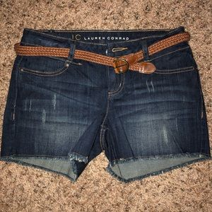 NWT! LAUREN CONRAD DARK WASH JEAN SHORTS WITH BELT